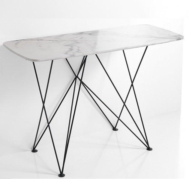 Tavolo moderno a v in pietra fossile bicolore for Tavolo effetto marmo