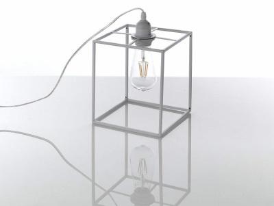 Lampada da tavolo o abat jour design minimal bianca piccola for Repliche lampade design
