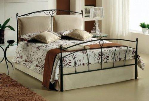 Letto matrimoniale in ferro battuto e cuscini - Cuscini per spalliera letto ...