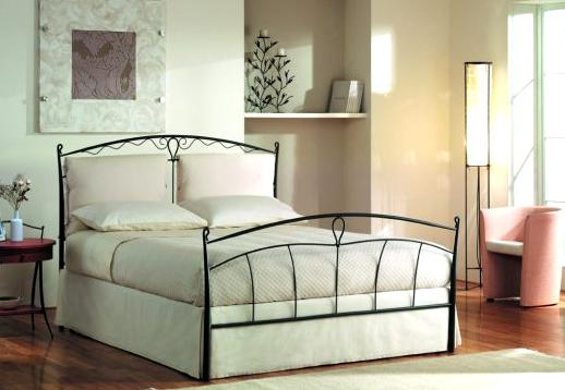 Moderna camera con letto in pelle bianca notizieit with - Camera da letto con letto in ferro battuto ...