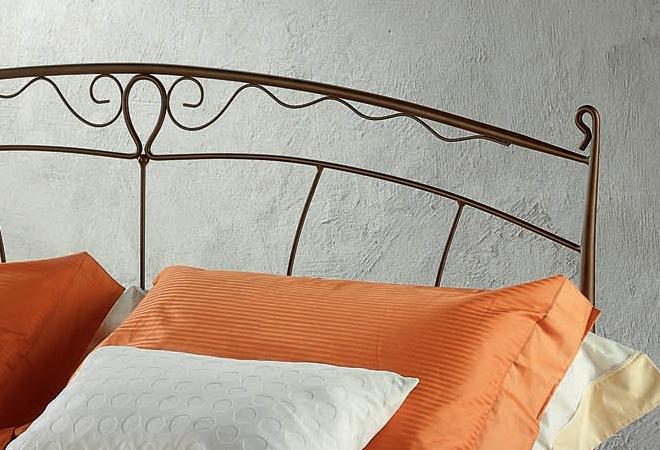 Letto matrimoniale con cuscini oltre 25 fantastiche idee for Cuscini testata letto ferro battuto