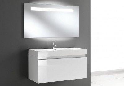 Specchi e specchiere for Specchio da tavolo con luce ikea
