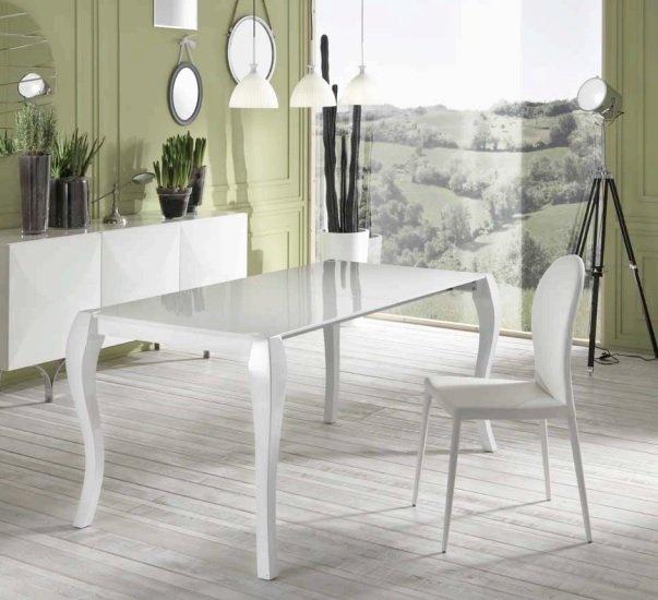 Tavolo moderno a v in pietra fossile e vetro for Tavolo pranzo bianco