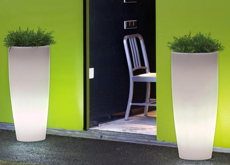 Vaso luminoso alto moderno da esterno in resina - Resina da esterno ...