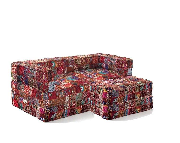 Divano trasformabile in letto cucito a mano con pouf patchwork for Divano con pouf